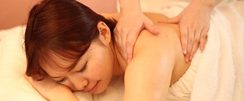 女性らしさのポイント、 肩・肩甲骨・デコルテ